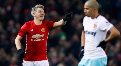 Bastian Schweinsteiger hao hung vi lan dau duoc ra san duoi thoi Mourinho - Anh 1