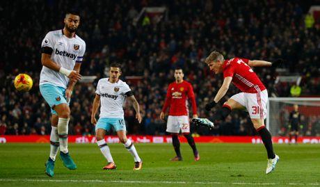 Bastian Schweinsteiger hao hung vi lan dau duoc ra san duoi thoi Mourinho - Anh 3