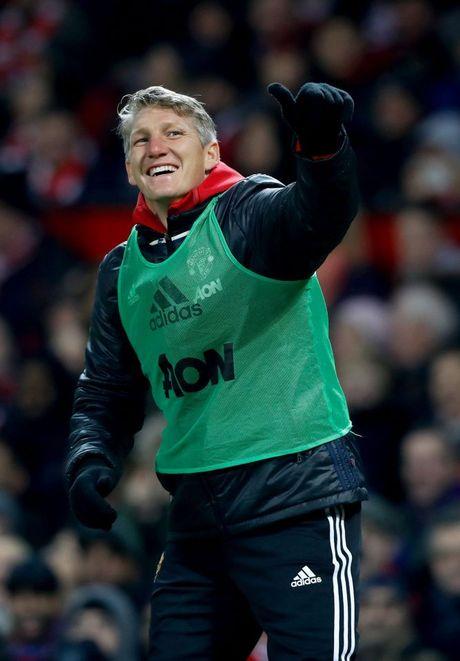 Bastian Schweinsteiger hao hung vi lan dau duoc ra san duoi thoi Mourinho - Anh 4