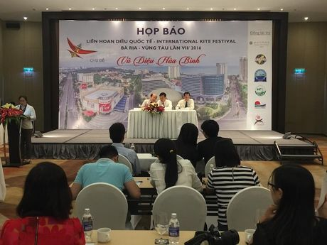 23 doan quoc te tham gia le hoi Dieu tai Ba Ria -Vung Tau - Anh 1