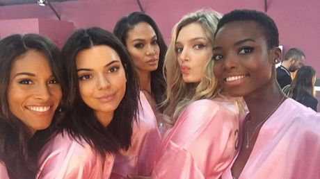 HOT: Anh hau truong chua tiet lo cua Victoria's Secret Show 2016 - Anh 9
