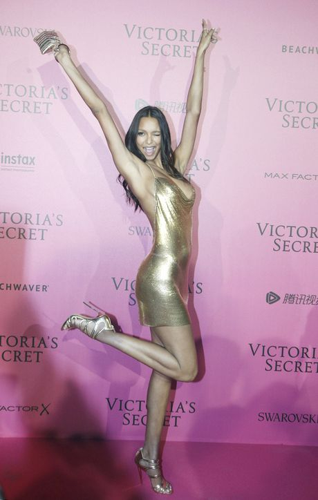 Xiem y 'mac nhu khong' cua dan mau tai tiec hau Victoria's Secret - Anh 17