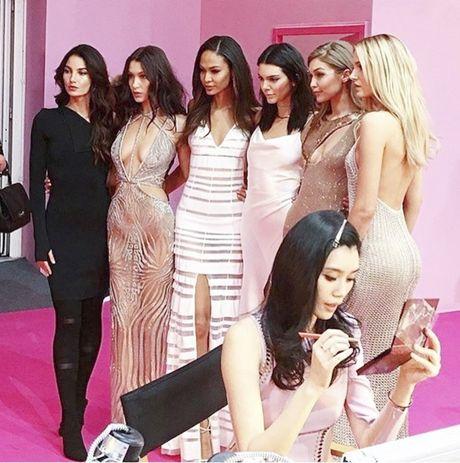 Xiem y 'mac nhu khong' cua dan mau tai tiec hau Victoria's Secret - Anh 19