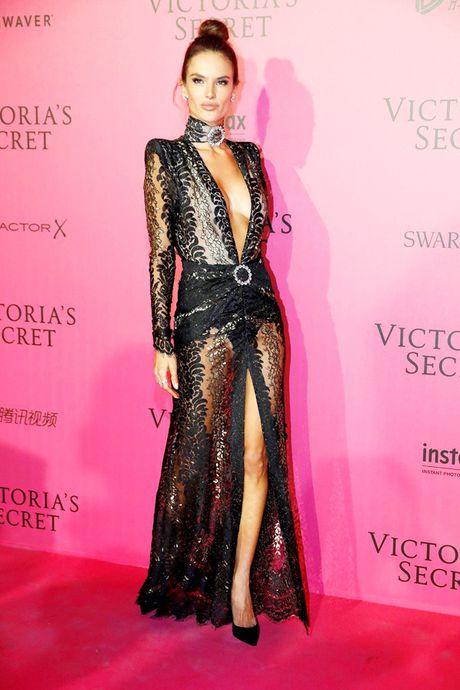 Xiem y 'mac nhu khong' cua dan mau tai tiec hau Victoria's Secret - Anh 1