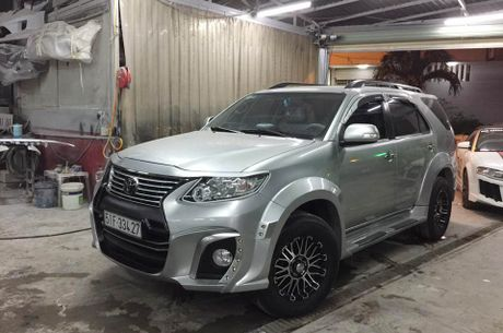 Tho Sai Gon do Toyota Fortuner phong cach Wald International - Anh 1