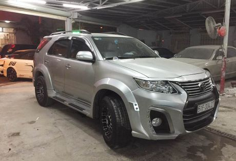 Tho Sai Gon do Toyota Fortuner phong cach Wald International - Anh 2