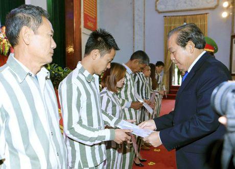 4.384 pham nhan duoc dac xa: Hanh phuc tro ve de lam lai - Anh 1