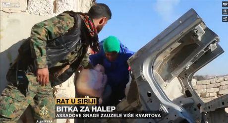 Quan doi Syria tiep tuc giai cuu dan thuong trong khu vuc phia dong Aleppo (video) - Anh 1