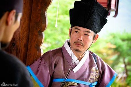 Jun Ji Hyun bat ngo bi tai nan xe hoi, tinh mang ngan can treo soi toc - Anh 4