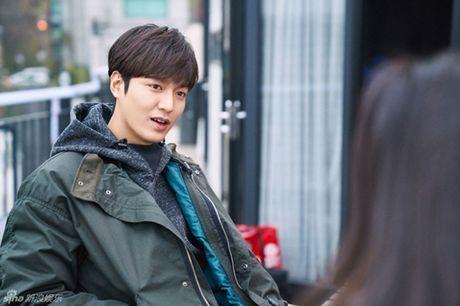 Jun Ji Hyun bat ngo bi tai nan xe hoi, tinh mang ngan can treo soi toc - Anh 8