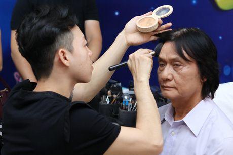 Quang Ly tung tron vien, gang guong lam viec nhung ngay cuoi doi - Anh 1