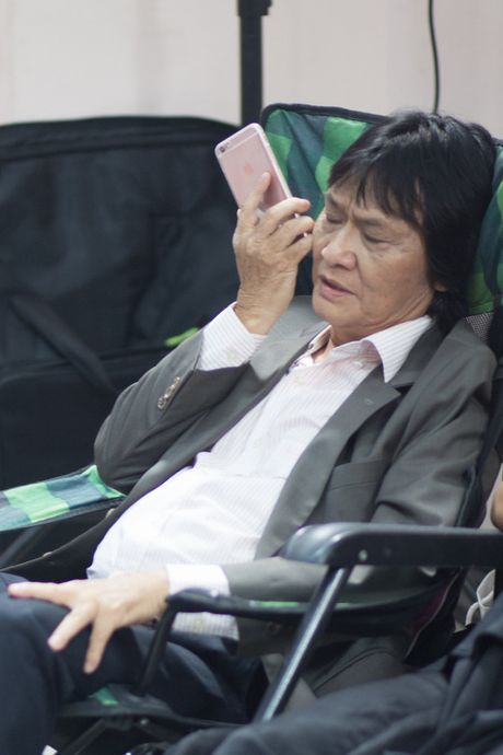 Quang Ly tung tron vien, gang guong lam viec nhung ngay cuoi doi - Anh 2