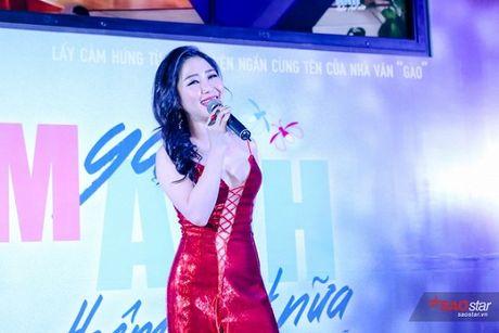 Dien dam trang, Pham Huong hoa cong chua tinh khoi di ra mat phim - Anh 8