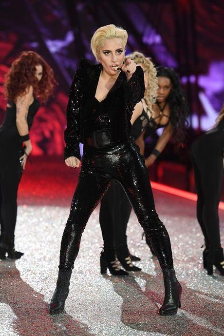 Lady Gaga moi la 'thien than' duoc chao don nhat Victoria's Secret dem qua! - Anh 3
