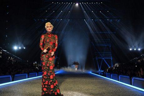 Lady Gaga moi la 'thien than' duoc chao don nhat Victoria's Secret dem qua! - Anh 6