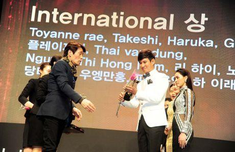 Vuot doi thu Thai Lan, Ly Hai doat giai thuong dao dien xuat sac nhat chau A - Anh 3