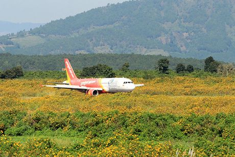'Chao' Online Friday, Vietjet tung 500.000 ve gia tu 0 dong - Anh 1