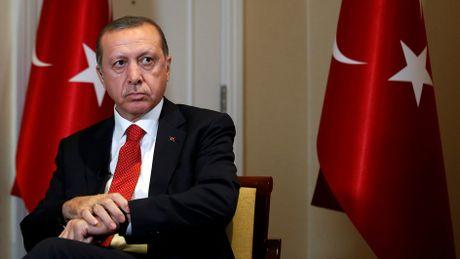 Doi lat Assad, ong Erdogan tuc toc dien Nga giai thich - Anh 1