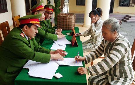 Thanh Hoa: 11 pham nhan duoc nhan Quyet dinh dac xa - Anh 1