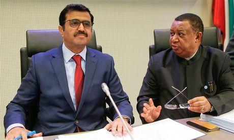 OPEC giam san luong, gia dau tang 8% - Anh 1