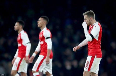 Arsenal bi Southampton da bay khoi Cup Lien doan Anh - Anh 1