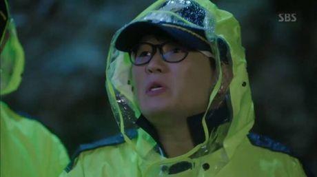 Huyen thoai bien xanh tap 5: Jun Ji Hyun bi tai nan giao thong - Anh 2