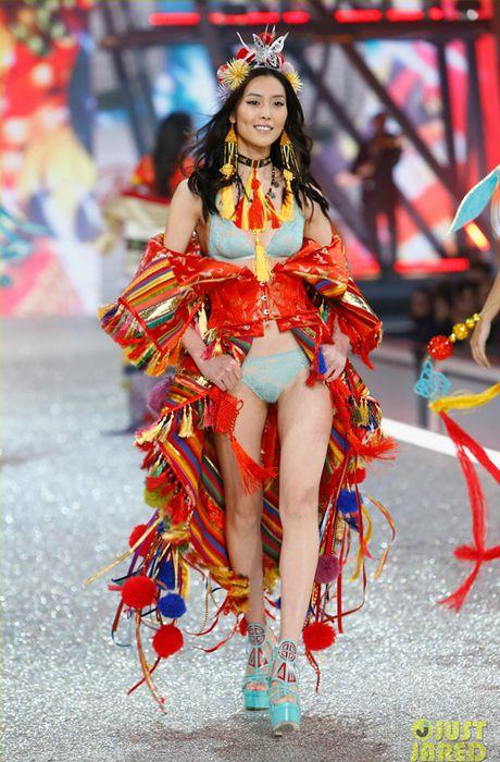 Dan chan dai nong bong 'dot chay' Victoria's Secret show 2016 - Anh 25