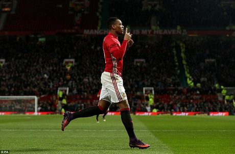 DIEM NHAN Man United 4-1 West Ham: Mourinho khong the loai bo Mkhitaryan. Hang cong rat manh - Anh 1