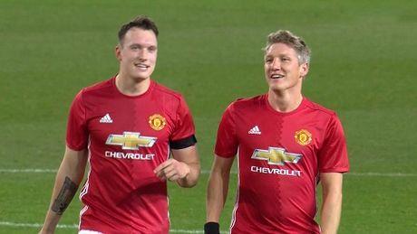 DIEM NHAN Man United 4-1 West Ham: Mourinho khong the loai bo Mkhitaryan. Hang cong rat manh - Anh 4