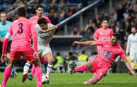 Real Madrid 6-1 Cultural: Con trai cua Zidane vua ra mat da ghi ban, Real vao vong 1/8 - Anh 2
