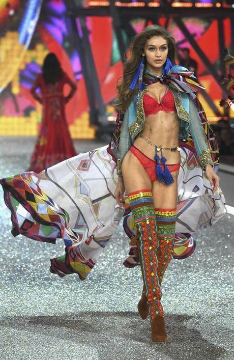 Chiem nguong dan chan dai dinh dam 'het minh' trong show Victoria's Secret - Anh 13