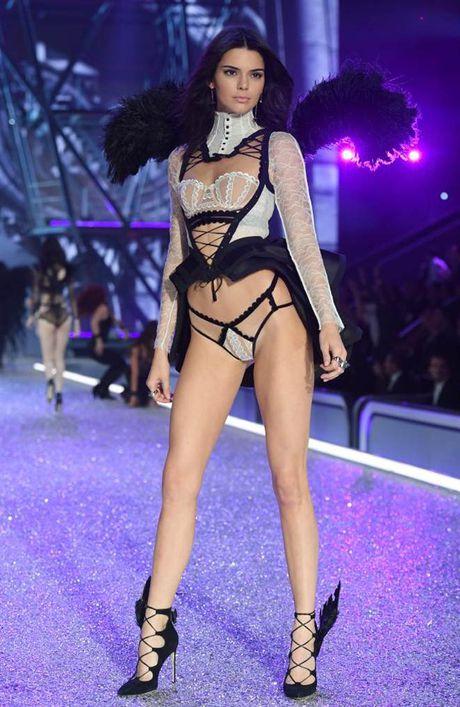 Chiem nguong dan chan dai dinh dam 'het minh' trong show Victoria's Secret - Anh 20