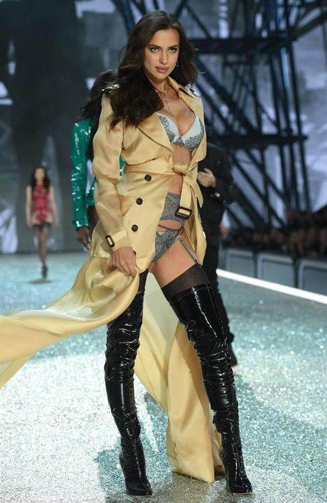 Chiem nguong dan chan dai dinh dam 'het minh' trong show Victoria's Secret - Anh 21