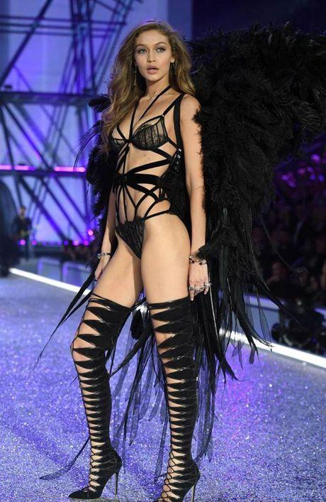 Chiem nguong dan chan dai dinh dam 'het minh' trong show Victoria's Secret - Anh 8
