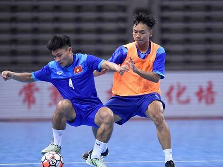 Tuyen futsal Viet Nam tap nhe, tu tin gap doi thu hang 10 the gioi - Anh 1