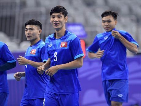 Tuyen futsal Viet Nam tap nhe, tu tin gap doi thu hang 10 the gioi - Anh 4