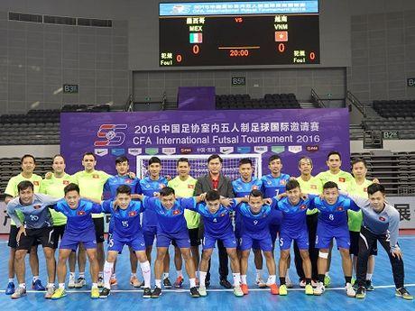 Tuyen futsal Viet Nam tap nhe, tu tin gap doi thu hang 10 the gioi - Anh 8
