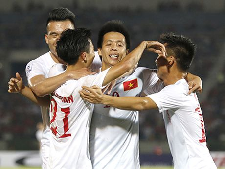 Tuyen Viet Nam 'choang' vi phong vien Indonesia - Anh 2