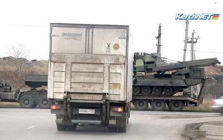 S-300V4 ram rap do vao Crimea trong tinh hinh nong - Anh 1