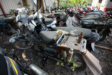'Nghia dia' xe giua long Ha Noi - Anh 4