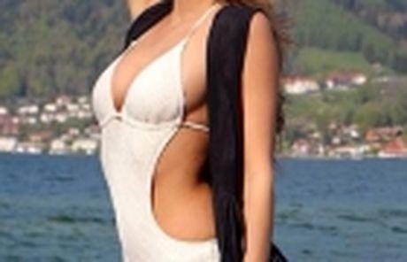 Bo Mario Goetze khoe than nuot na cung bikini - Anh 12