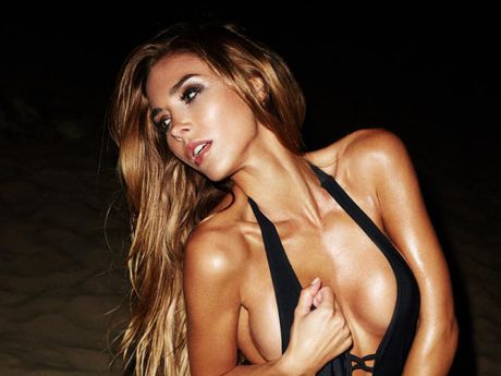 Bo Mario Goetze khoe than nuot na cung bikini - Anh 4
