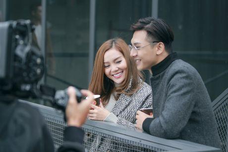 'Gai mot con' Ngoc Anh cap ke trai la trong MV moi - Anh 4