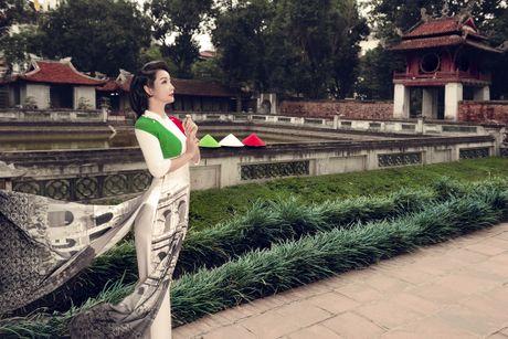 Mai Thu Huyen 'mang' the gioi vao ta ao dai Viet - Anh 5
