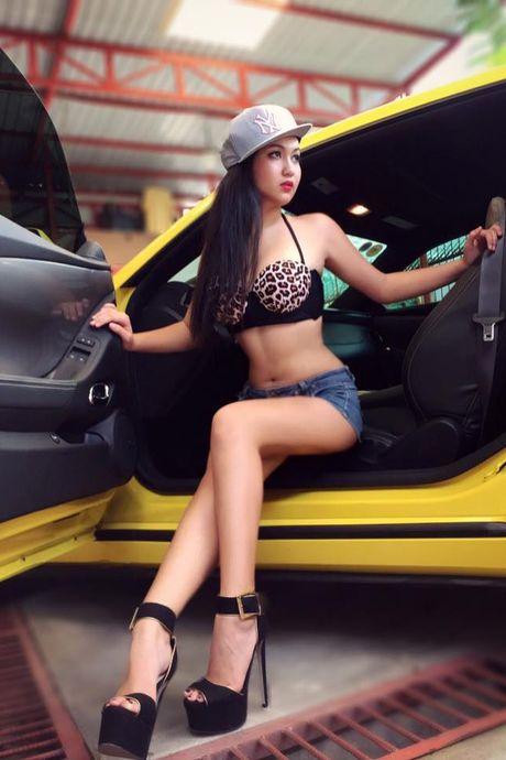Hotgirl 'tho dan nguc tran' tau BMW M4 mui tran 4,2 ty - Anh 4