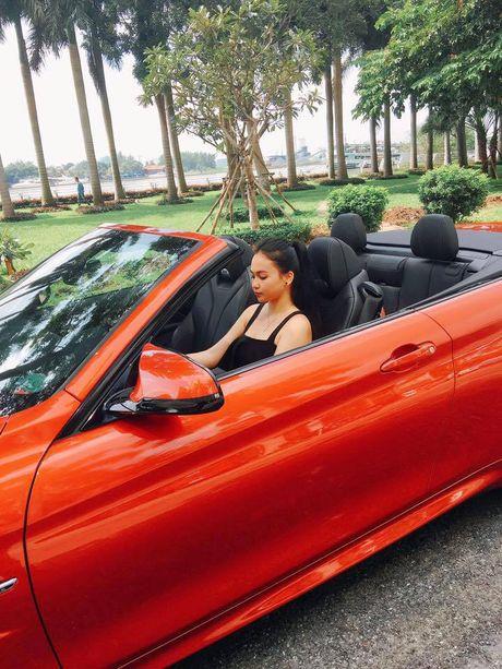 Hotgirl 'tho dan nguc tran' tau BMW M4 mui tran 4,2 ty - Anh 5