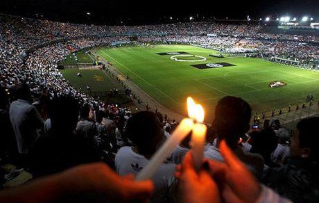 Ronaldinho va Riquelme tro lai thi dau giup Chapecoense tai thiet - Anh 2