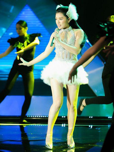 Thu Hang hoa nang thien nga goi cam tren san khau - Anh 3