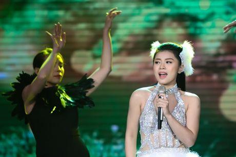 Thu Hang hoa nang thien nga goi cam tren san khau - Anh 4