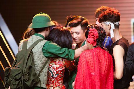 Thu Hang hoa nang thien nga goi cam tren san khau - Anh 5